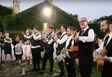 Il nostro benvenuto agli sposi – Metamorphosis Wedding Band